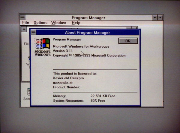 Windows 3.11 running on a Compaq Deskpro 386s